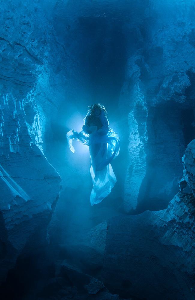 Viktor Lyagushkin - Natalie Avseenko - organization PHOTOTEAM.PRO - location Ordynskaya Cave