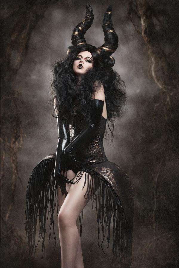 Alex Blyg - BlackFantasti-X (Tifa) - designer Atelier Pink Passion