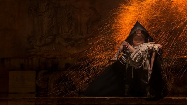Benjamin Von Wong - Mickael de Sinno - designer Virginie Marcerou - pyrotechnician Andrey DAS - Rain of Fire