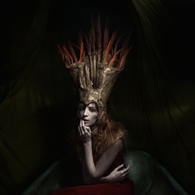 Sylwia Makris - model is photographer - designer Justyna Varma