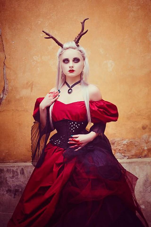Katherine Anne - Silverrr - makeup:stylist is photographer - corset SnowBlack Corsets - assistant Tomasz Binkowski