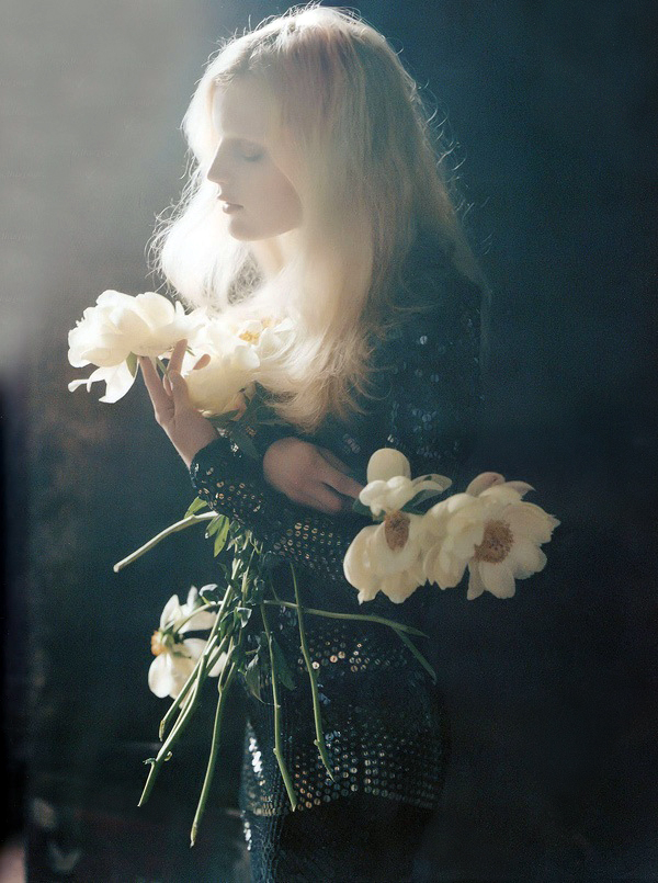 Tim Walker - Guinevere van Seenus