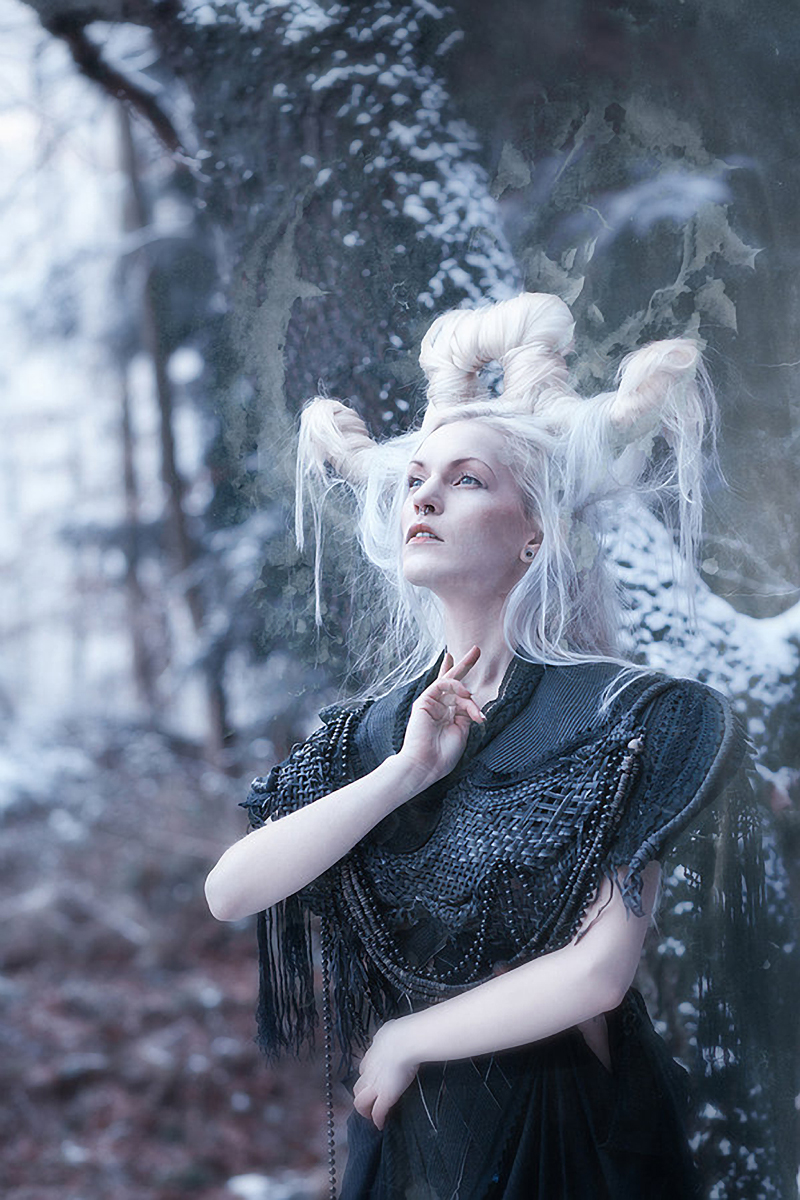 Mel Plum - Amesbury Rose - makeup Kaat Geevers - designer Agnieszka Osipa