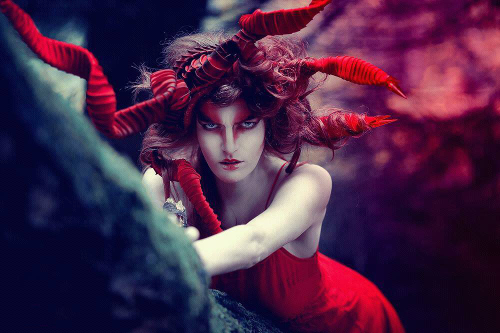 Au-Contraire Photography - Katharina Yvonne Harms - hair makeup Tilly Benesch - headdress by photog
