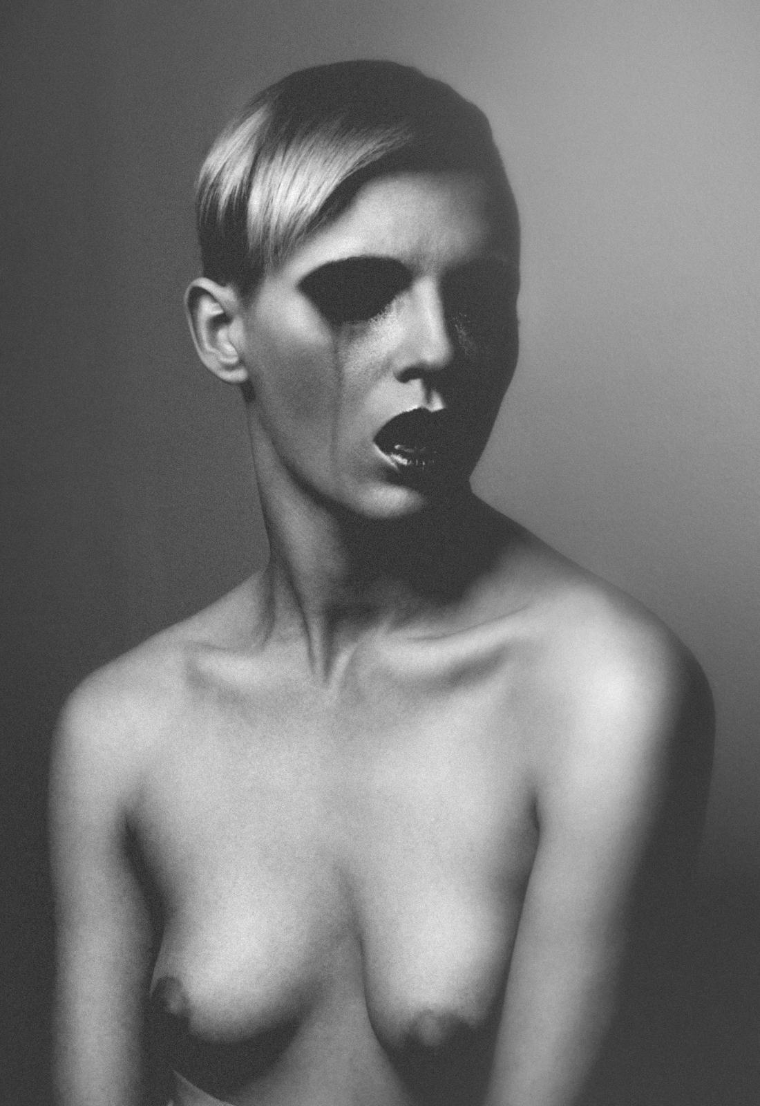 Olivia Lazer - Fox Chalker - makeup Lis Krebs