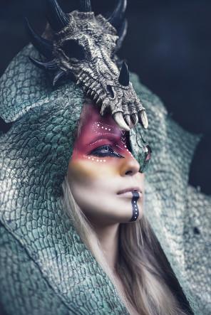 Sonja Saur Photography - selinametzger.official - makeup Rachelsigmoncosmetologist - headpiece Posh Fairytale Couture - Dragonslayer