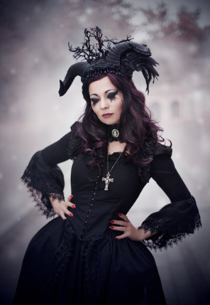 Borkh Photography - Model Luna Adulara - headpiece Dead Dolls Needful Things
