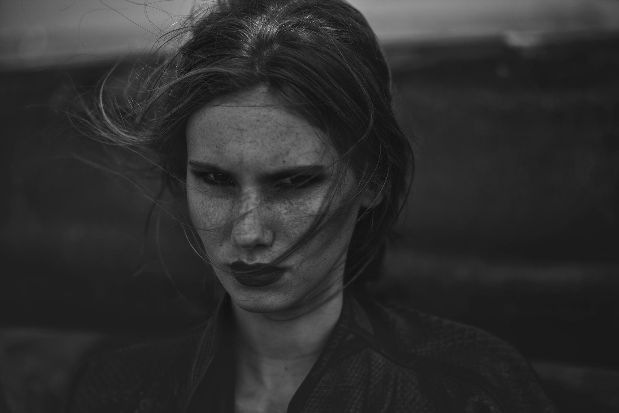 Fantomina Noir - Valerie Suwijn @ Elite Model Management - hair Macik Bednarek MB Hair Stylist - makeup Sara Conesa (MakeUp101BySara) - stylist Lffashionstylingcom