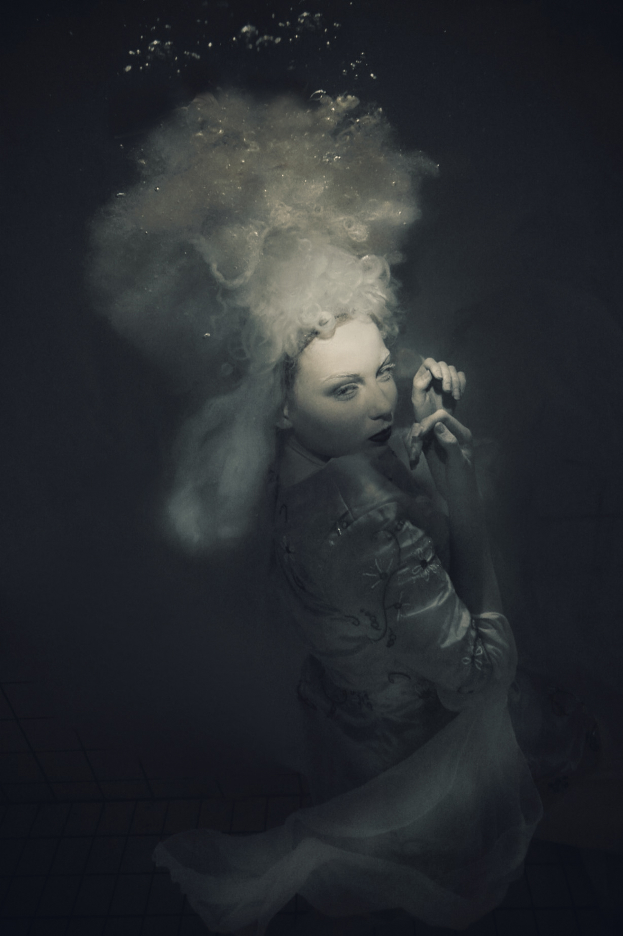 Gabriele Viertel Photography (Viertel.photomotion) - Kaat Van Pelt - mua Sarah Alderliesten - dsg TaylorMadeBride