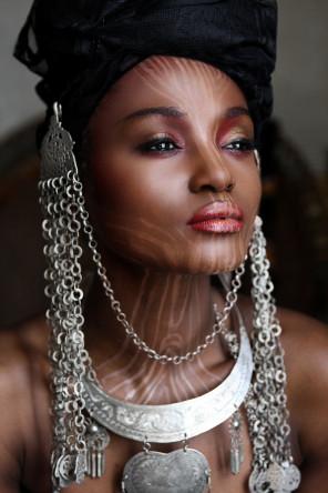 Isabelle Scappazzoni - Virginie Keke - mua Haddy Senghore - sty Kali Ratan - jwl Arabic Jewelry