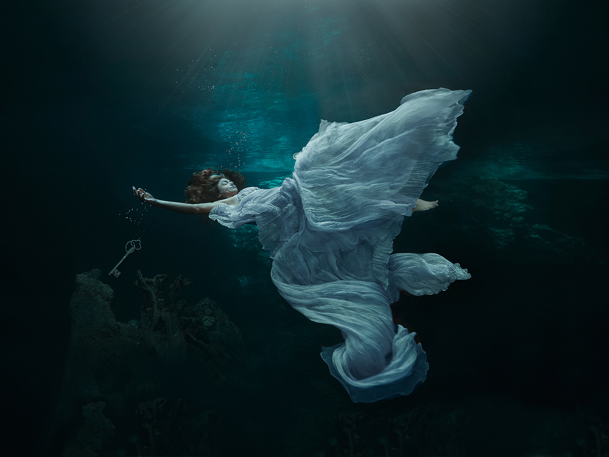 Lucie Drlikova Photography (ig luciedrlikova) - Cristina Zenato - dsg hdpc props by phg - Leaving All the Secrets