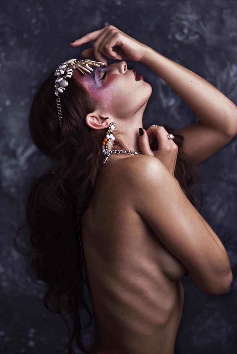 Sarah Bieling Photography (ig sarahbielingphotography) - ModelViktoriaAlexandra - mua LiliakMakeUpArtVisagie