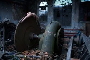 Jeremy Gibbs - Agnieszka Ewa Nowak Edelmann - loc Abandoned factory, France