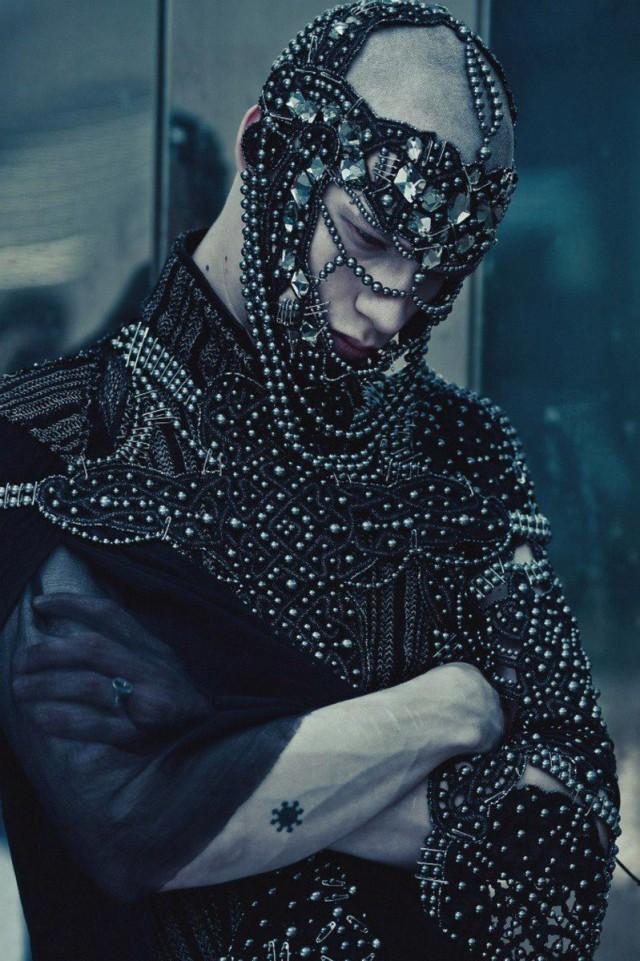 model Maxsim Medvedev - fashion Frau Berg (Maxim Rapoport) - accessories Frau Berg