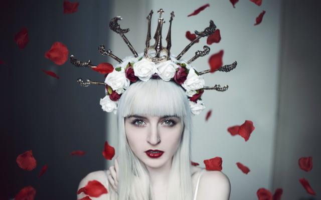 Amy Spanos - Charlottte Model - headpiece Hysteria Machine