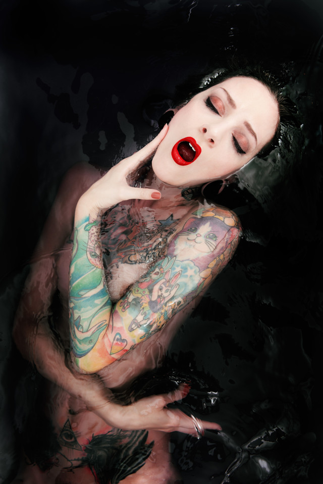 Marc Lamey - Theresa Manchester - retoucher Martin Carrieres (hoola.design) - How to Drown a Tattooed Cat