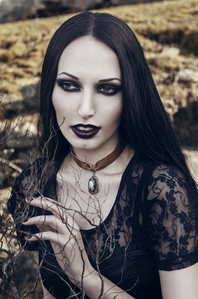 Laurentiu TD - Elle Pax Model - necklace Nocturne Jewellery - retoucher Mihaela Voicu Photography