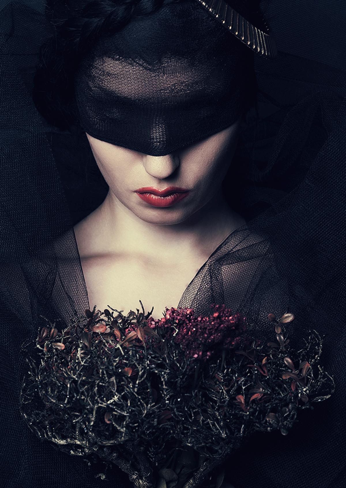 Makeup Photography: Dark BeautyDark Beauty