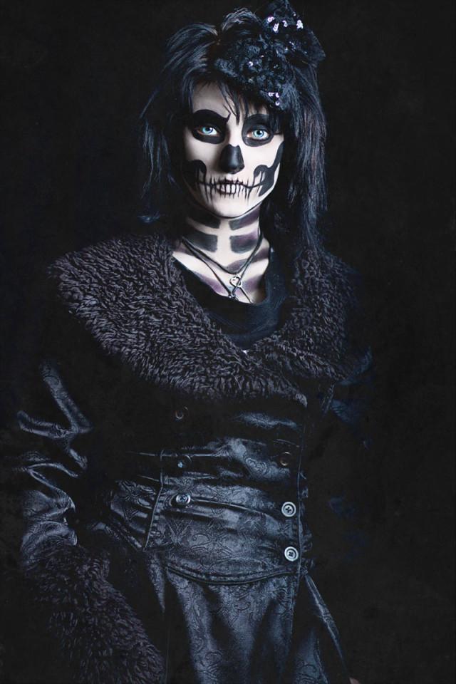 Donna Macauley - Sarah Fae Belmont - stylist:makeup by model