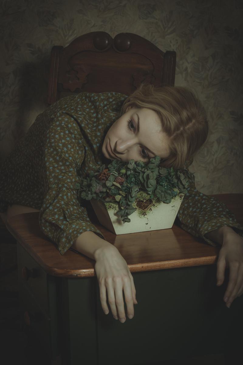 Thomas H.P. Jerusalem (killerphotos ig amomentintimephotography) - Lisa Jablonski - hmua Melissa Ann - stu AMITbatcavestudios - Girl with Flowerpot