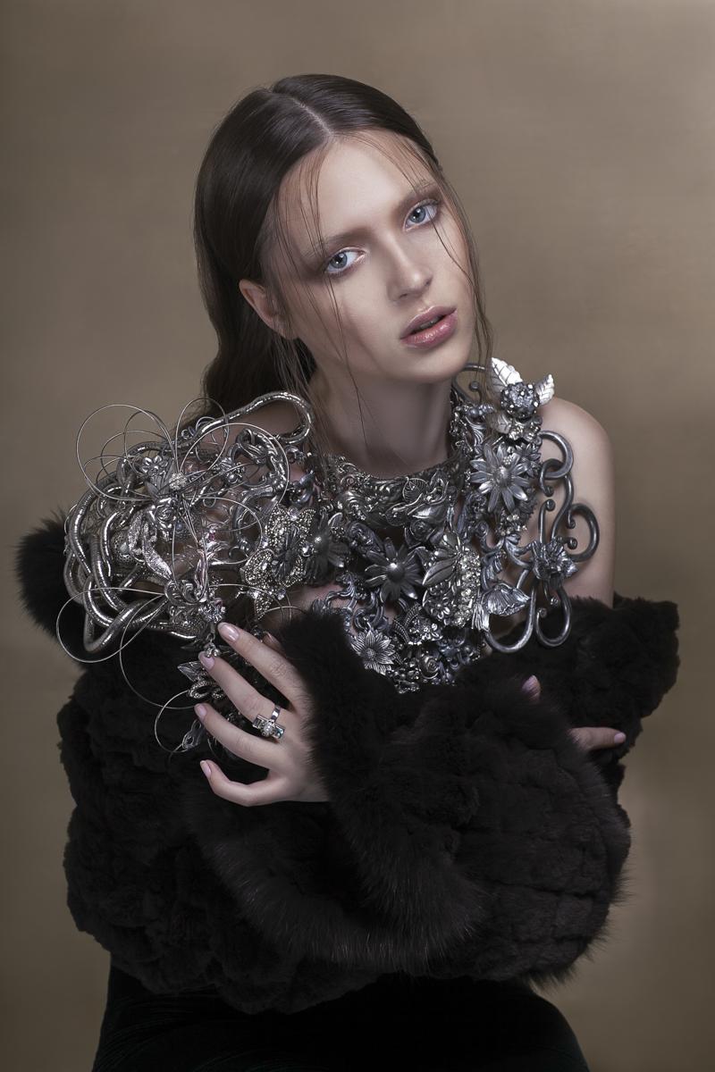 Erin Floyd (erinfloydphoto) - Angelika Diamond @ ModelscountingByJanaHernette) - h Hair Designer HAJIME NAKANO - mua Tomaso Makeup (ig tomasomua) - jwl Martine Brun Création Bijoux