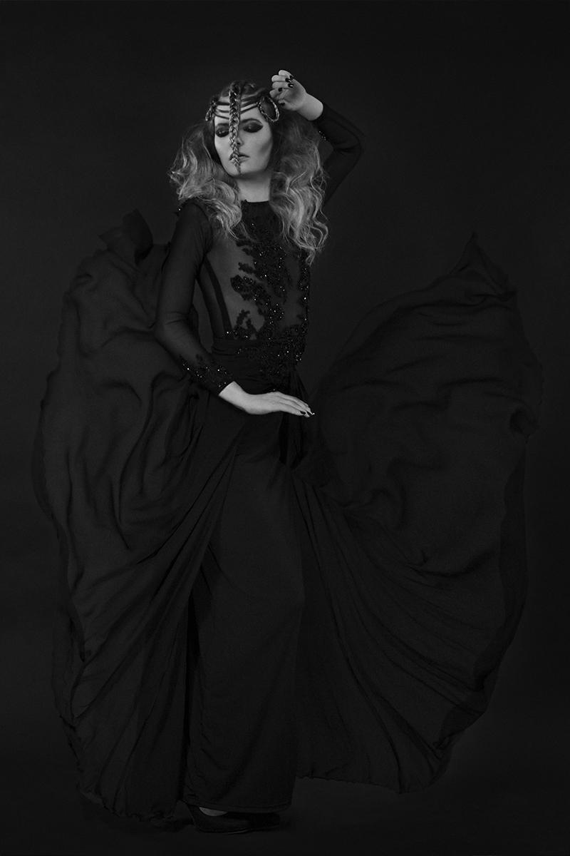 Sara Toscano (Sara T Photography) - Lisanne van der Kamp - hmua Fernanda Kipp - Dark Warrior