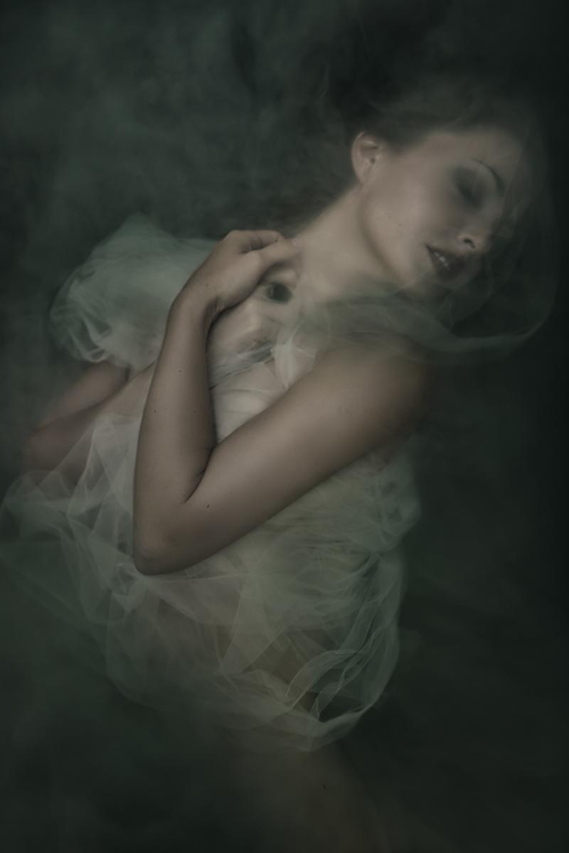 Tatiana Lumiere Photography (ig tatiana_lumiere) - self-portrait - sty by phg - Before Sunrise