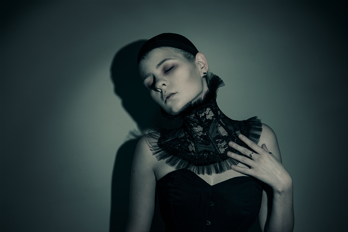 sit-zone-art-ig-sit_zone_art-self-portrait-ruff-ewa-jobko-costume-designer-corset-rebel-madness-arlekin